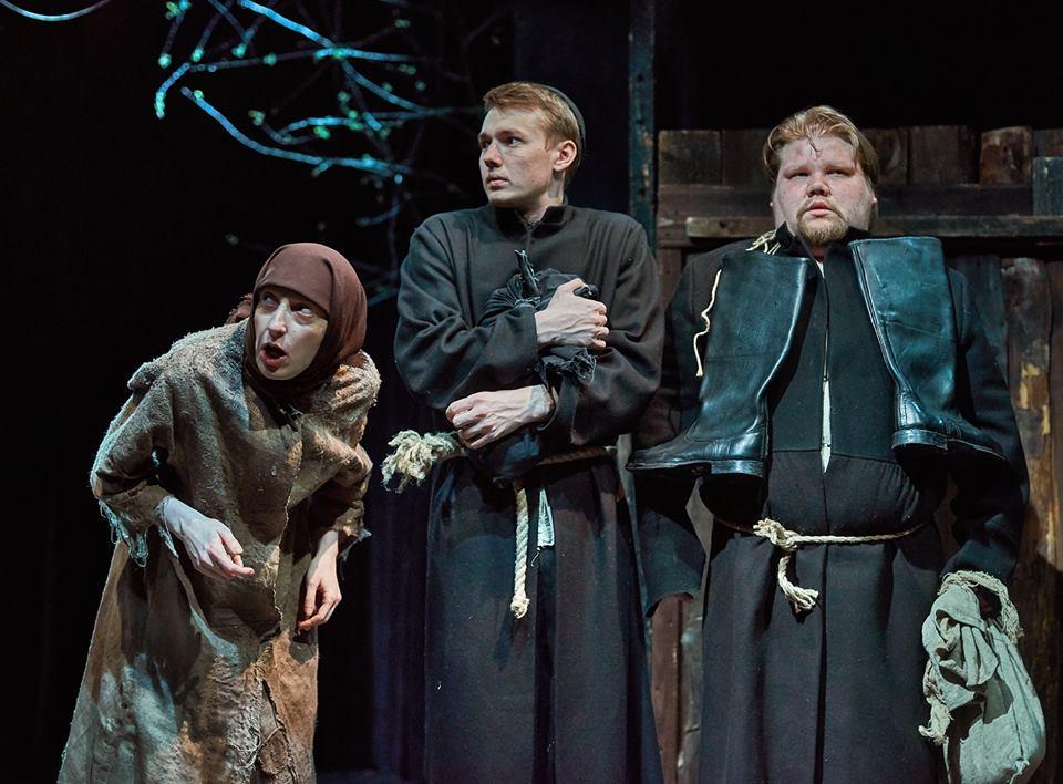 Цена билета в театр у моста билеты в магнитогорске в кино цена